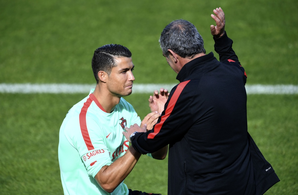 Ronaldo tich cuc tap luyen sau khi bi si nhuc hinh anh 7