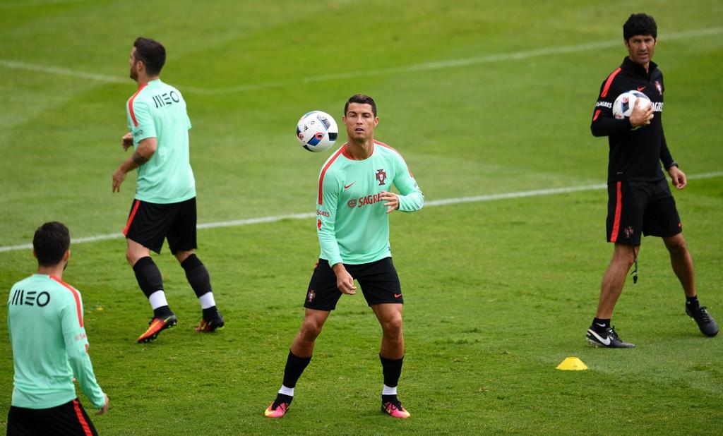 Ronaldo tich cuc tap luyen sau khi bi si nhuc hinh anh 3