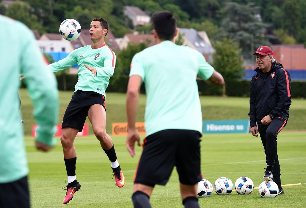 Ronaldo tich cuc tap luyen sau khi bi si nhuc hinh anh 5