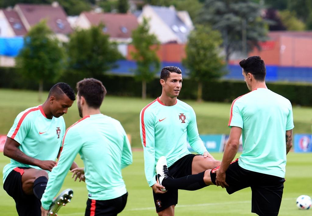Ronaldo tich cuc tap luyen sau khi bi si nhuc hinh anh 4
