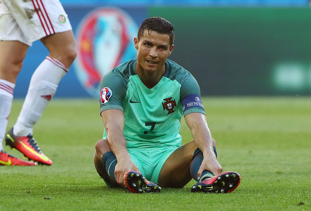 Ronaldo sut nhieu nhat truoc vong 1/8 Euro 2016 hinh anh 1