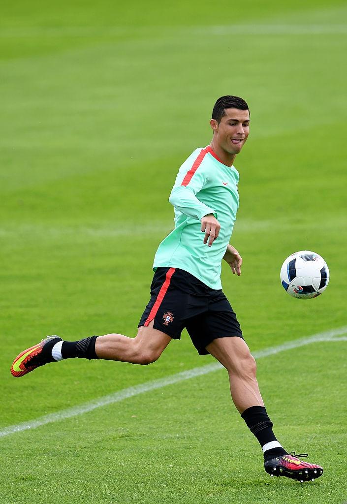 Ronaldo bo tap doi khang truoc tran gap Croatia hinh anh 4