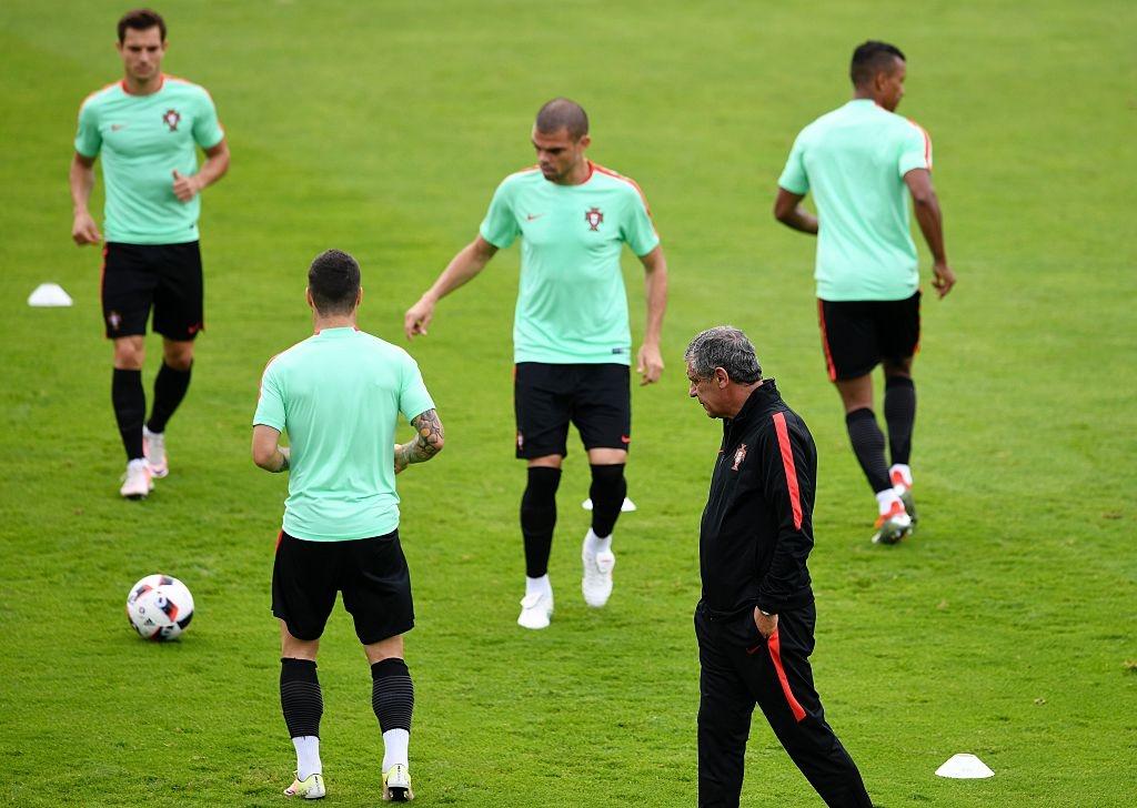 Ronaldo bo tap doi khang truoc tran gap Croatia hinh anh 10