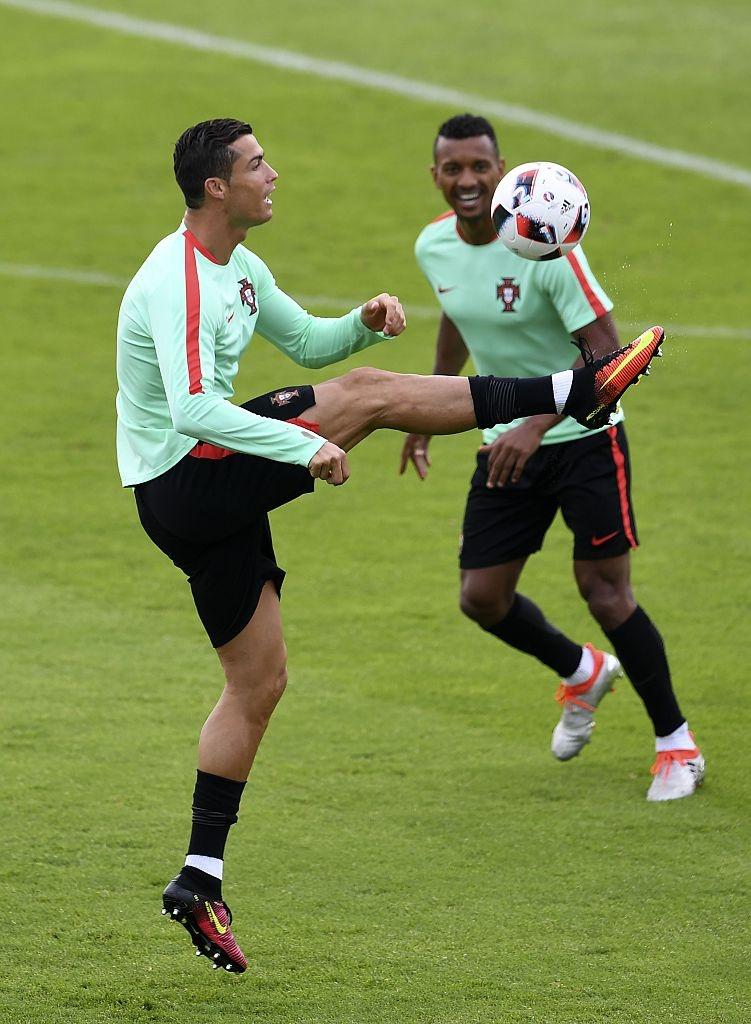 Ronaldo bo tap doi khang truoc tran gap Croatia hinh anh 5