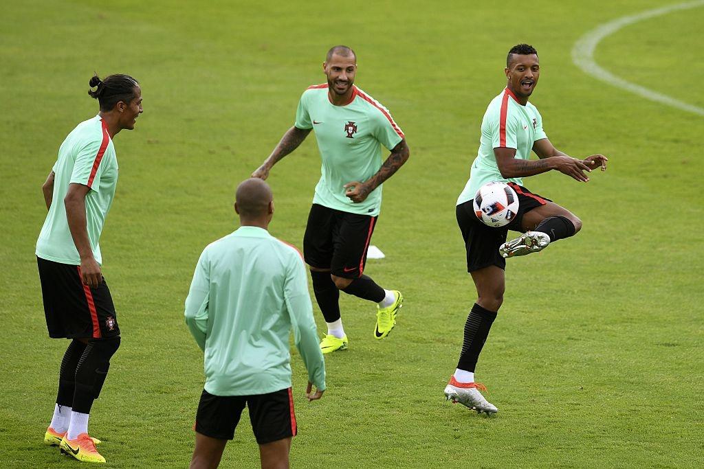 Ronaldo bo tap doi khang truoc tran gap Croatia hinh anh 9