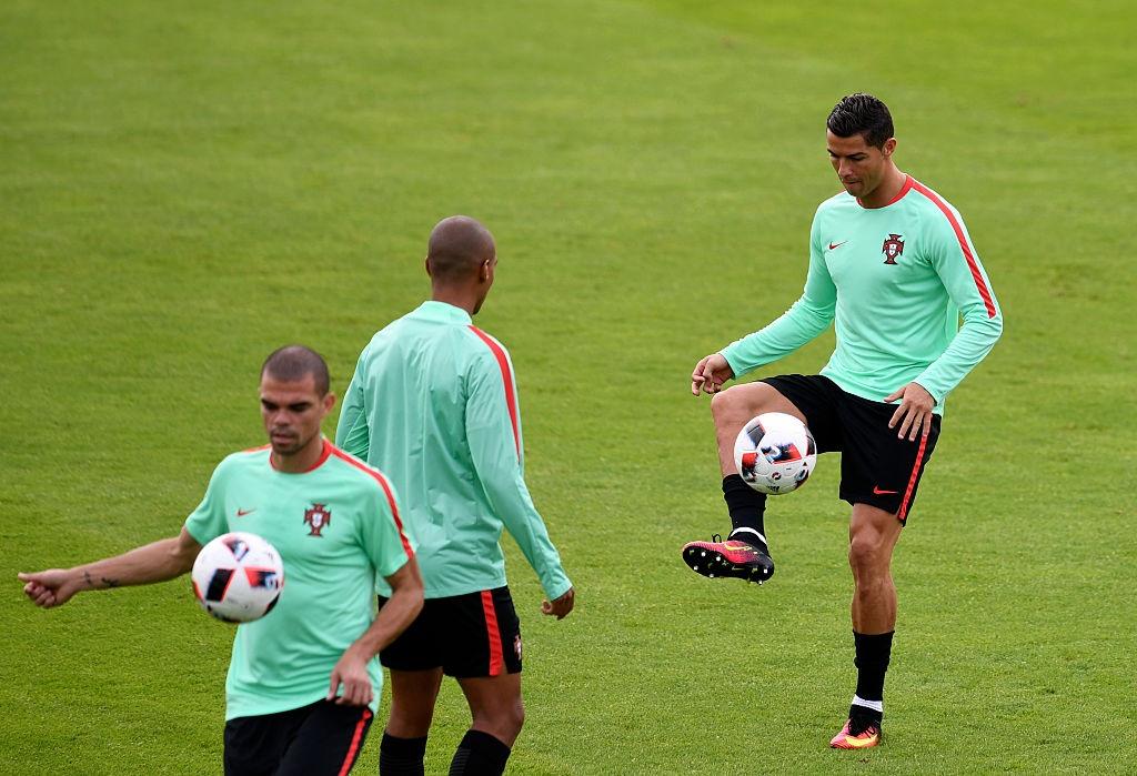 Ronaldo bo tap doi khang truoc tran gap Croatia hinh anh 3