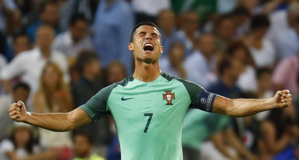 Ronaldo an mung phan khich sau ban ket anh 7