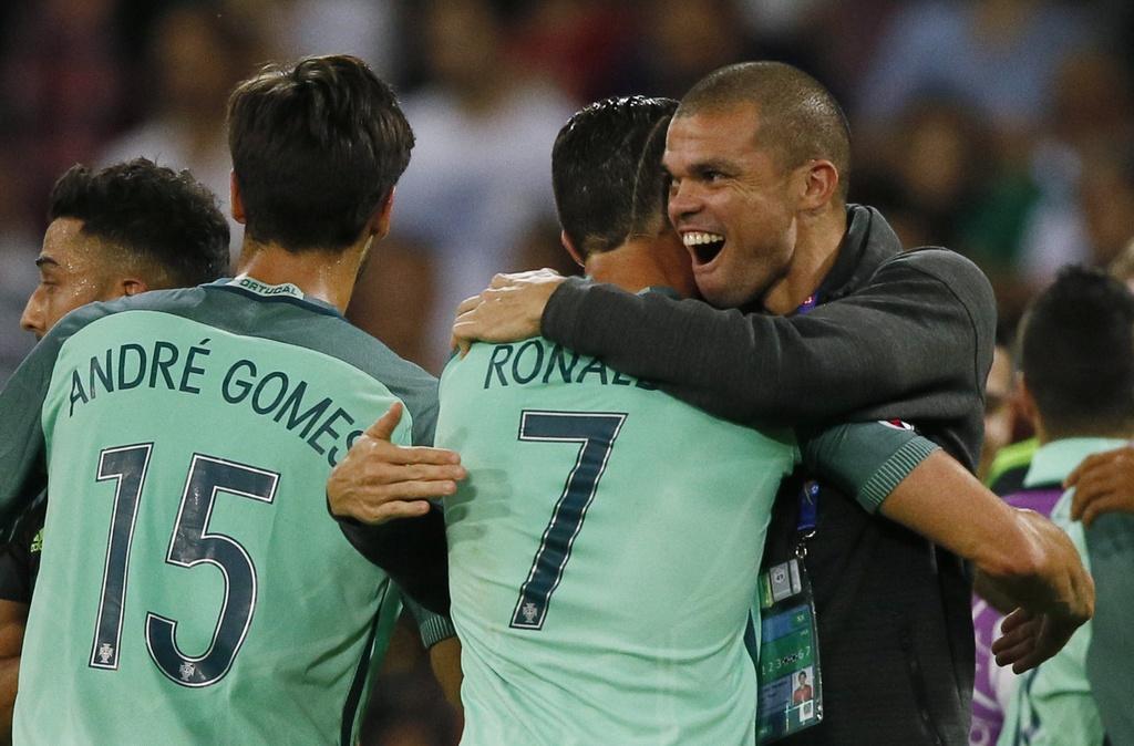 Ronaldo an mung phan khich sau ban ket anh 10