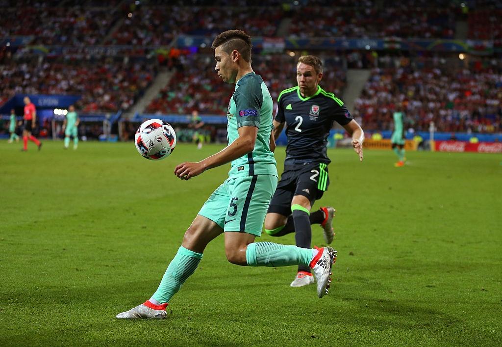 Ronaldo, Bale vao doi hinh hay nhat ban ket Euro 2016 hinh anh 6