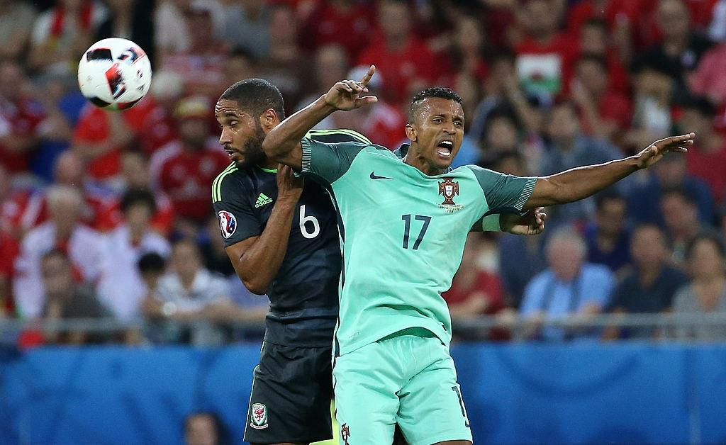 Ronaldo, Bale vao doi hinh hay nhat ban ket Euro 2016 hinh anh 9