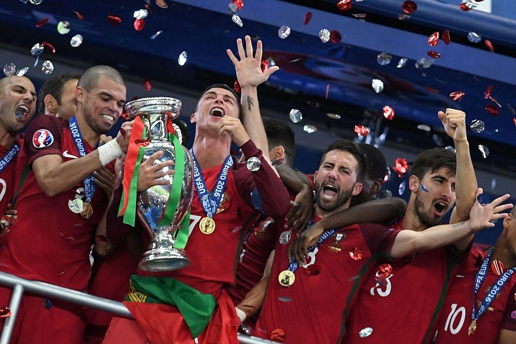 Ronaldo om Sir Alex sau chung ket Euro anh 5