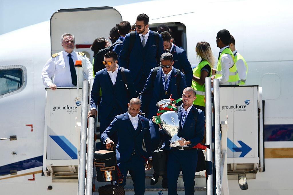 Le don hoanh trang Bo Dao Nha vo dich Euro 2016 hinh anh 4