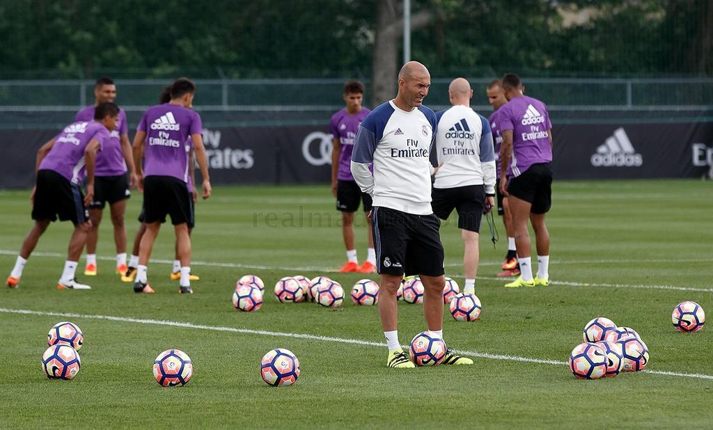 Zidane cho cau thu Real chay bo, leo doc ren the luc hinh anh 6