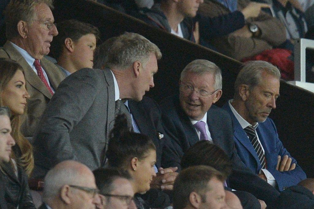 Sir Alex, David Moyes chung kien tran dau tri an Rooney hinh anh 1