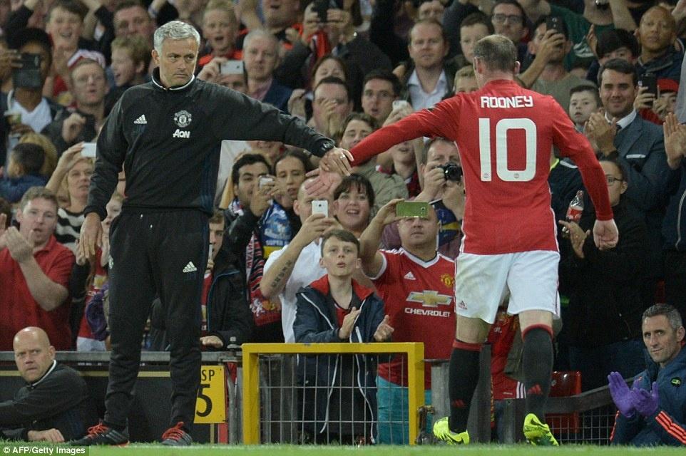 Sir Alex, David Moyes chung kien tran dau tri an Rooney hinh anh 11