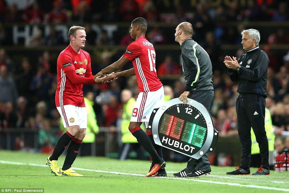 Sir Alex, David Moyes chung kien tran dau tri an Rooney hinh anh 12