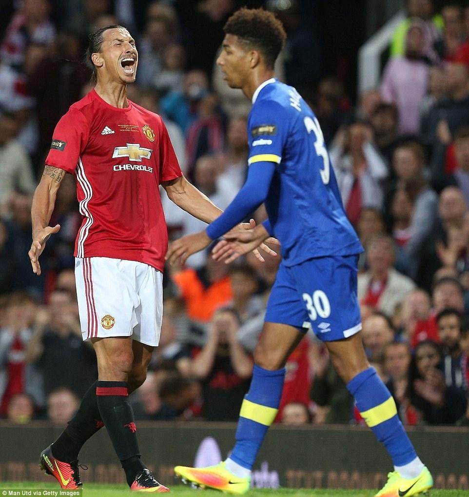Sir Alex, David Moyes chung kien tran dau tri an Rooney hinh anh 13