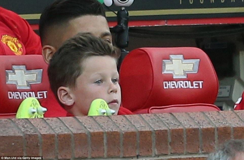 Sir Alex, David Moyes chung kien tran dau tri an Rooney hinh anh 4