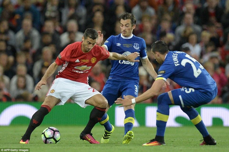 Sir Alex, David Moyes chung kien tran dau tri an Rooney hinh anh 9