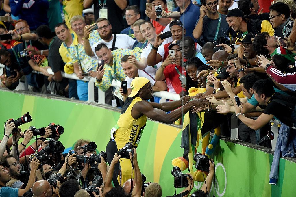 Usain Bolt hanh phuc trong vong tay CDV anh 2