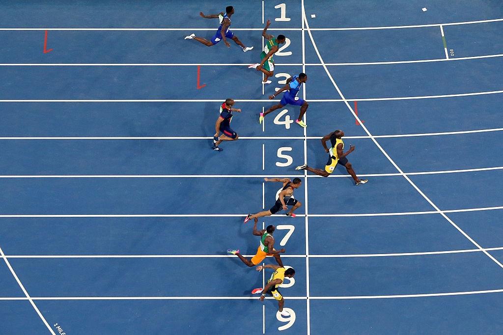 Usain Bolt hanh phuc trong vong tay CDV anh 1