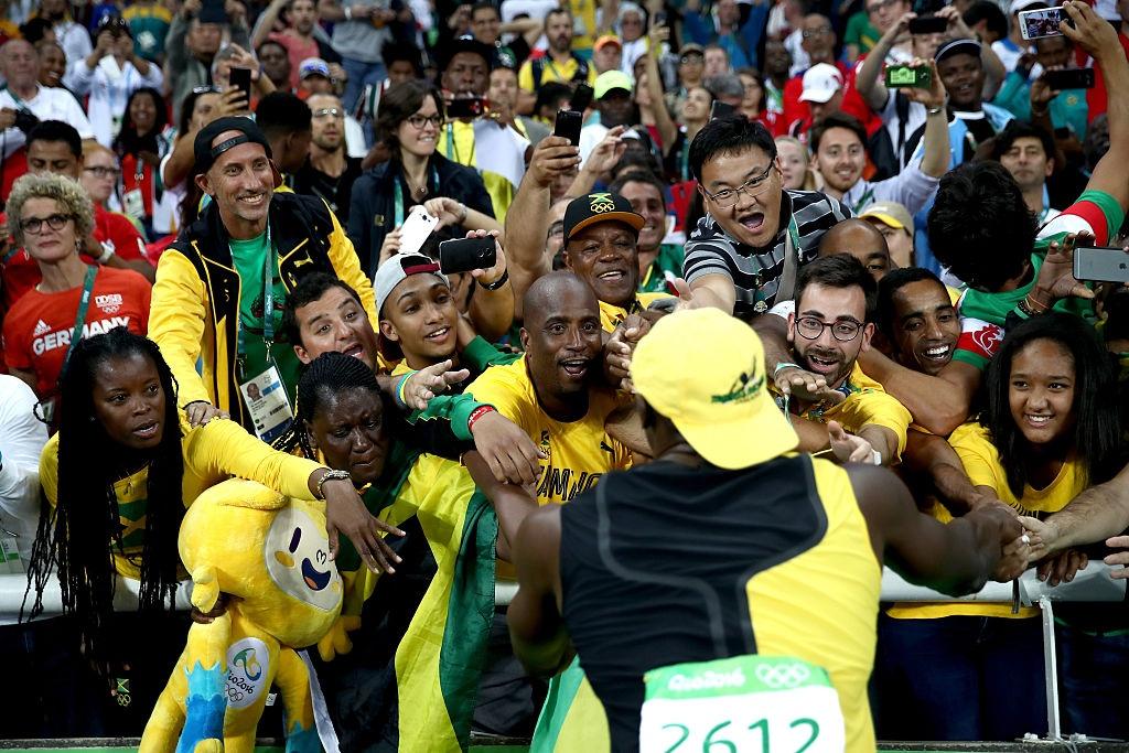 Usain Bolt hanh phuc trong vong tay CDV anh 3
