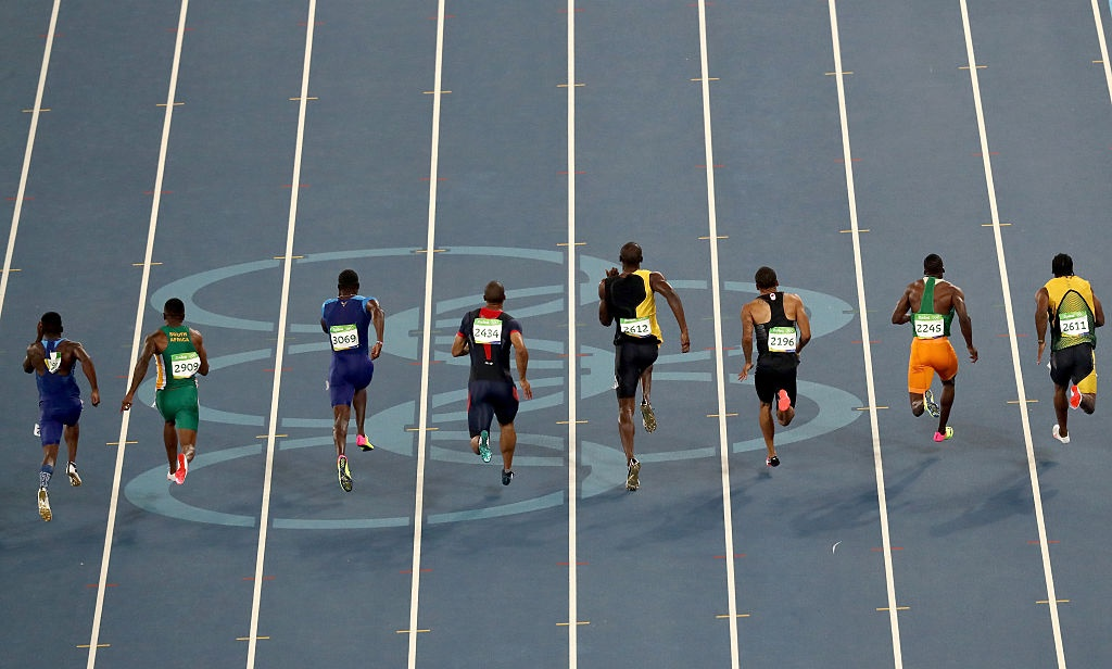 Bolt quay lai nhin doi thu o dich anh 1