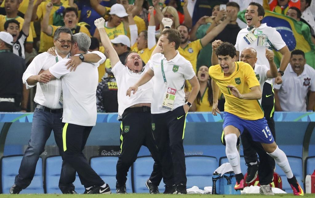 Neymar khoc khi giup Brazil gianh HCV Olympic 2016 hinh anh 5