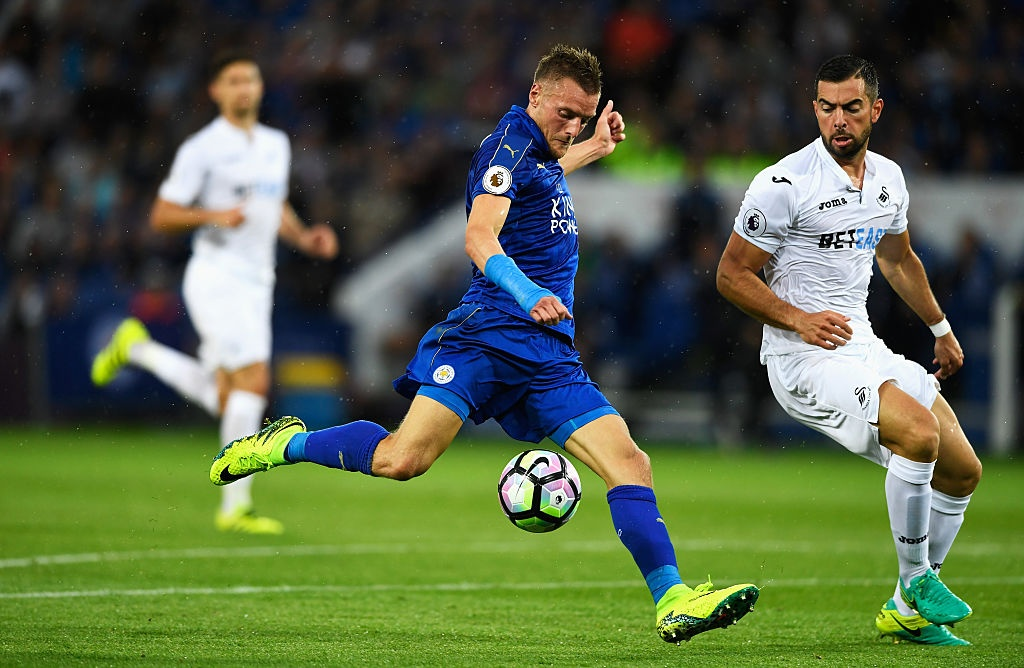Vardy ghi ban giup Leicester chien thang anh 5