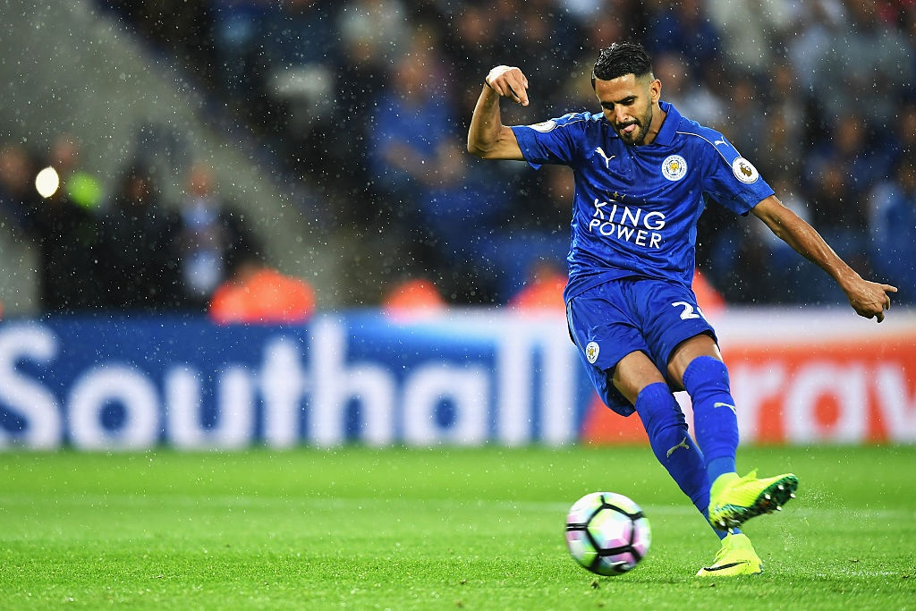 Vardy ghi ban giup Leicester chien thang anh 7