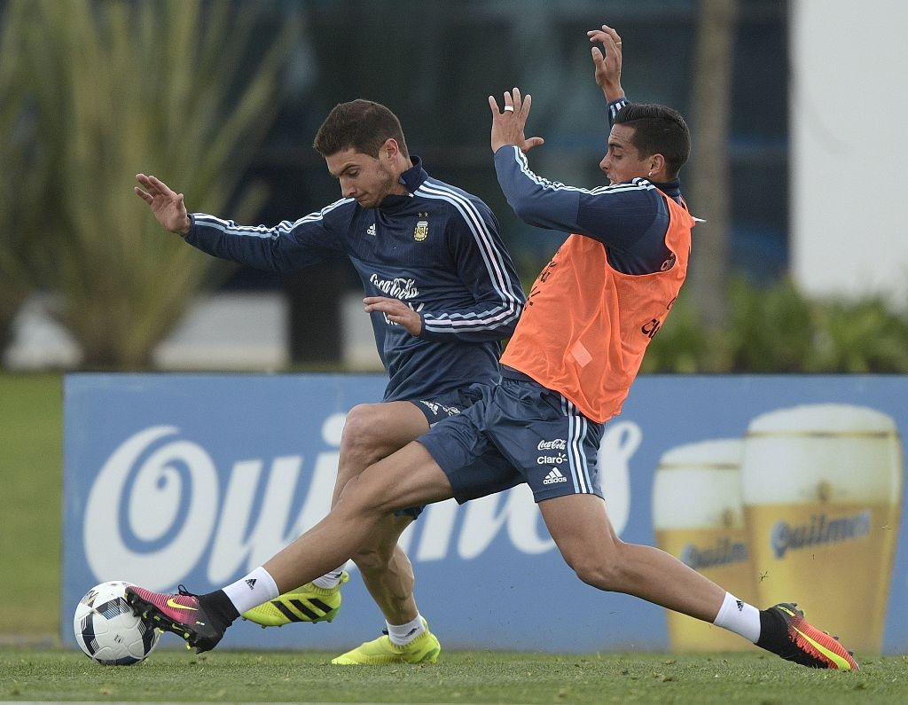 Messi dinh chan thuong, bo buoi tap cung DT Argentina hinh anh 7