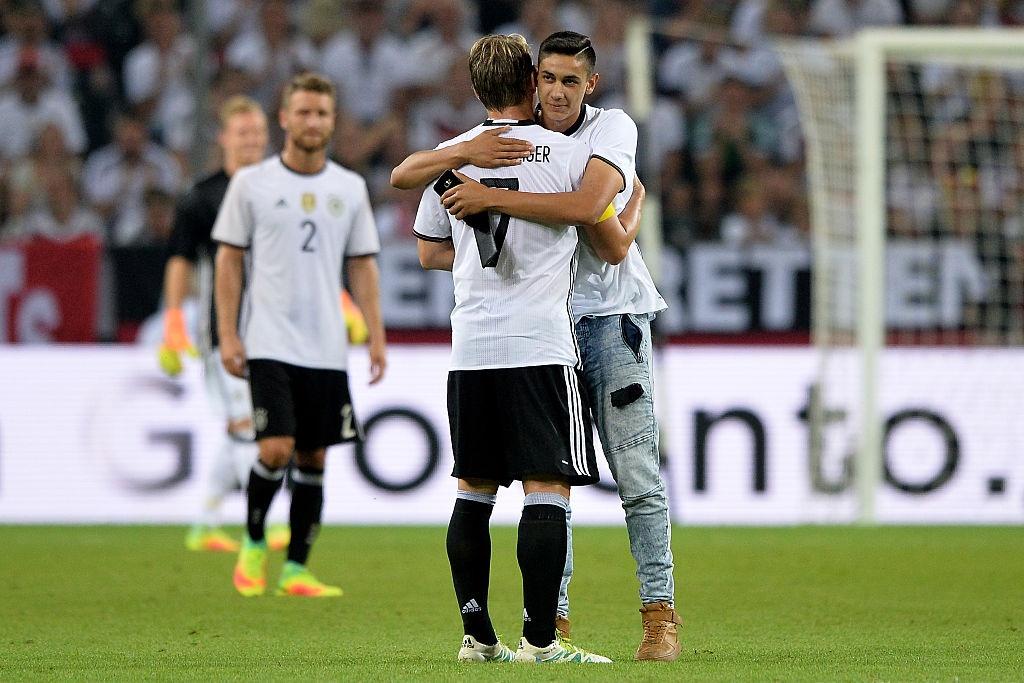 'Chien binh vi dai' Schweinsteiger khoc khi chia tay DT Duc hinh anh 8