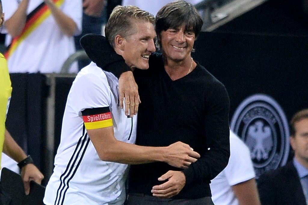 'Chien binh vi dai' Schweinsteiger khoc khi chia tay DT Duc hinh anh 5