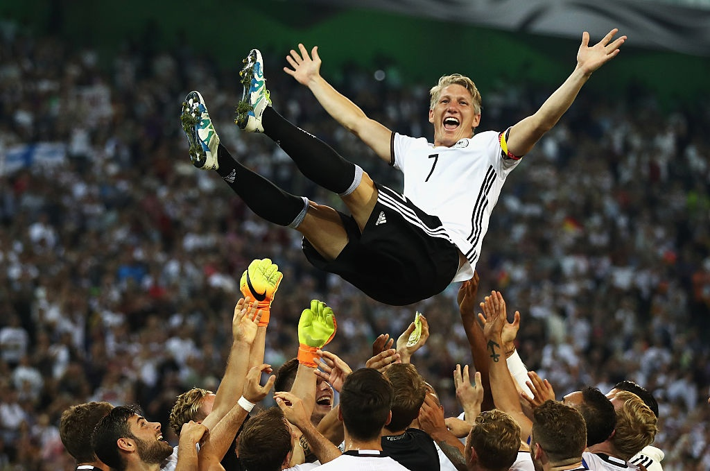 'Chien binh vi dai' Schweinsteiger khoc khi chia tay DT Duc hinh anh 7