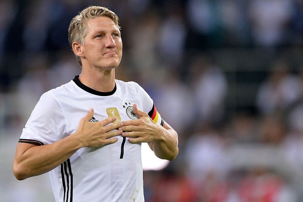 'Chien binh vi dai' Schweinsteiger khoc khi chia tay DT Duc hinh anh 9