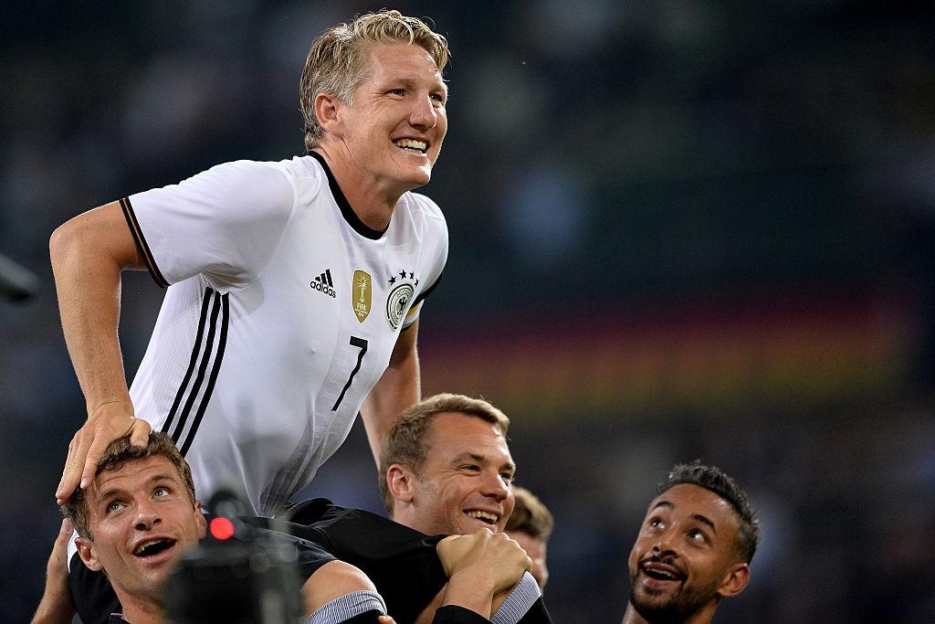 'Chien binh vi dai' Schweinsteiger khoc khi chia tay DT Duc hinh anh 6