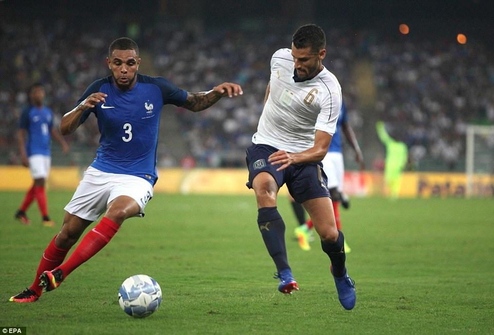 Paul Pogba lap cu dup kien tao, Phap ha Italy 3-1 hinh anh 8