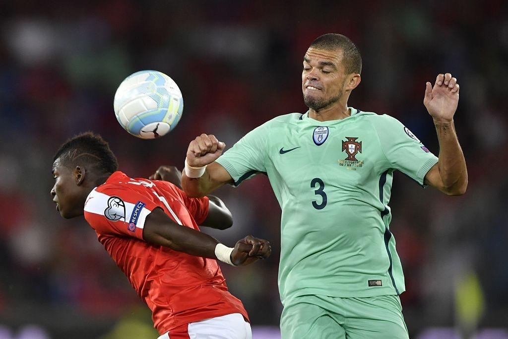 Khong co Ronaldo, Bo Dao Nha thua 0-2 va dung cuoi bang hinh anh 6