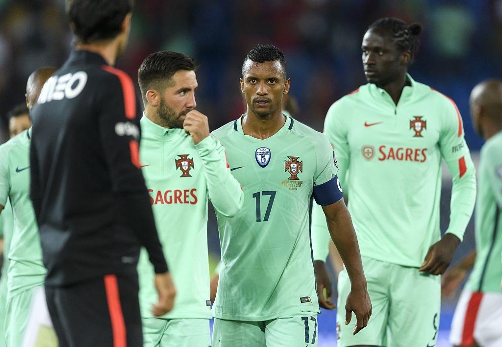 Khong co Ronaldo, Bo Dao Nha thua 0-2 va dung cuoi bang hinh anh 2
