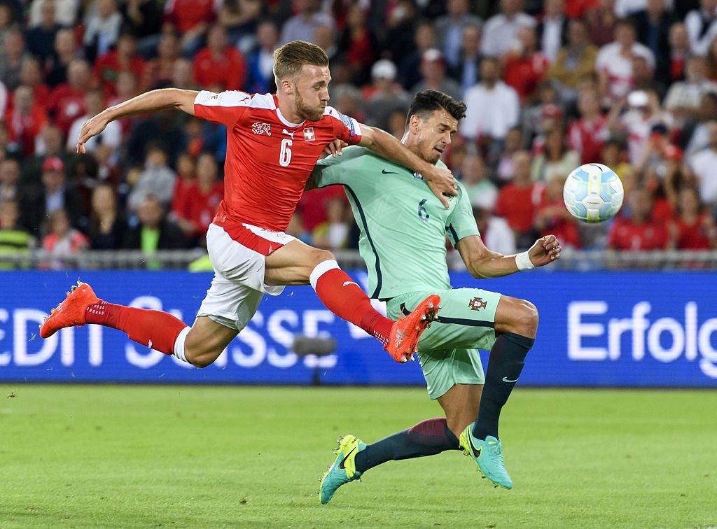 Khong co Ronaldo, Bo Dao Nha thua 0-2 va dung cuoi bang hinh anh 8