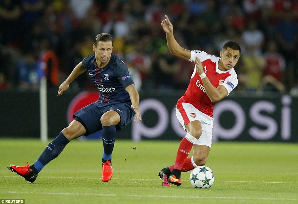 Arsenal thoat thua truoc PSG trong tran co 2 the do hinh anh 2