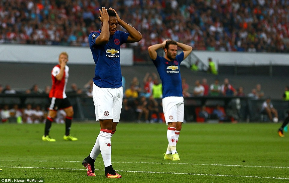 MU that bai 0-1 ngay tran ra quan o Europa League hinh anh 9