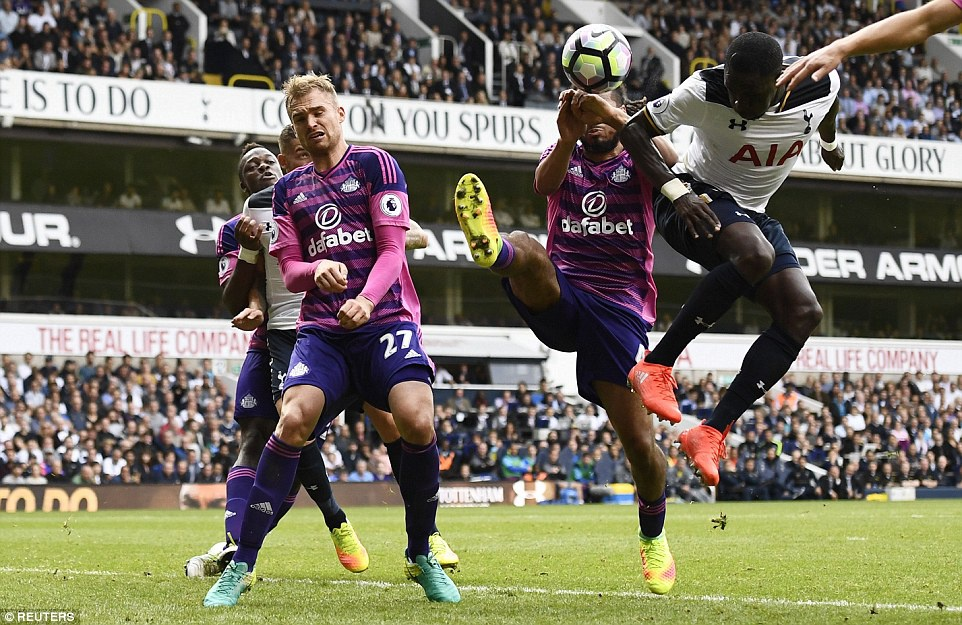 Tottenham tra gia dat cho tran thang doi cua David Moyes hinh anh 7