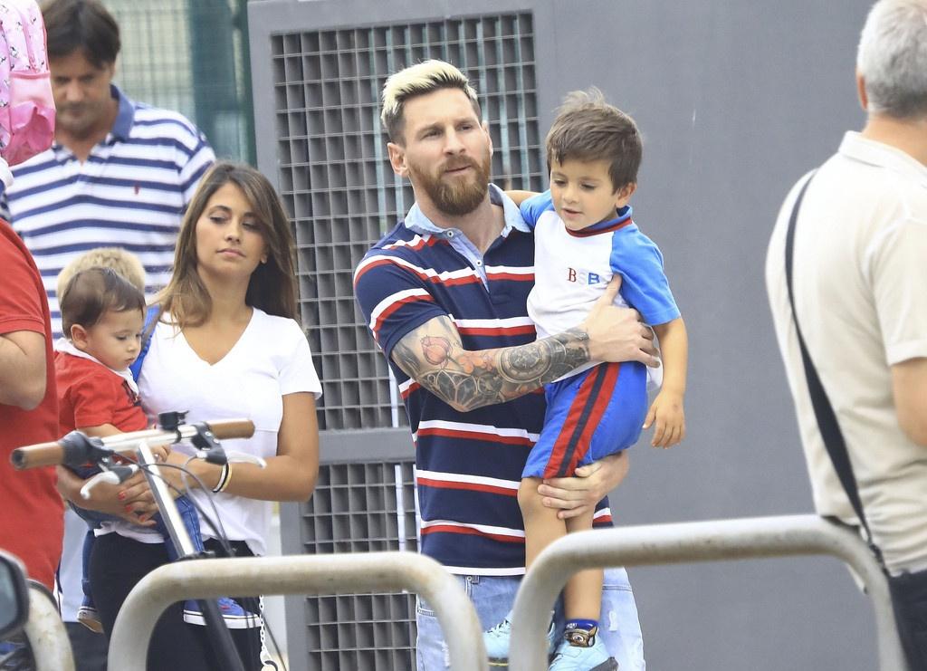 Lionel Messi vui ve dua con den truong hinh anh 5