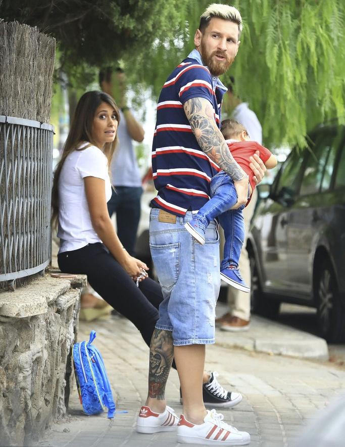 Lionel Messi vui ve dua con den truong hinh anh 7