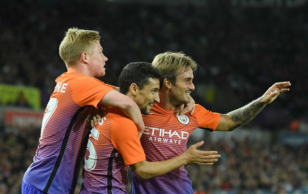 Man City cua Guardiola thang tran thu 7 lien tiep tu dau mua hinh anh 2
