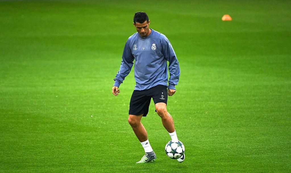 Ronaldo the hien tinh than chien dau mau lua hinh anh 3