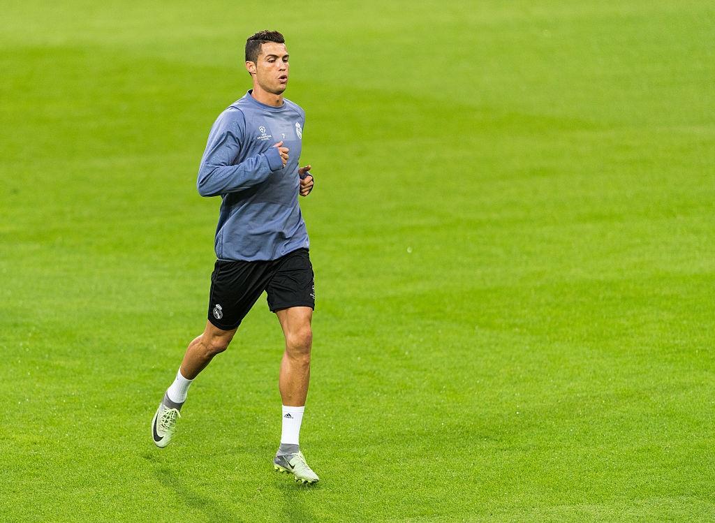 Ronaldo the hien tinh than chien dau mau lua hinh anh 5