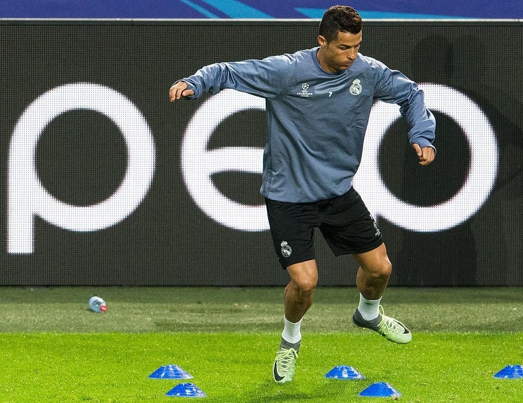 Ronaldo the hien tinh than chien dau mau lua hinh anh 4