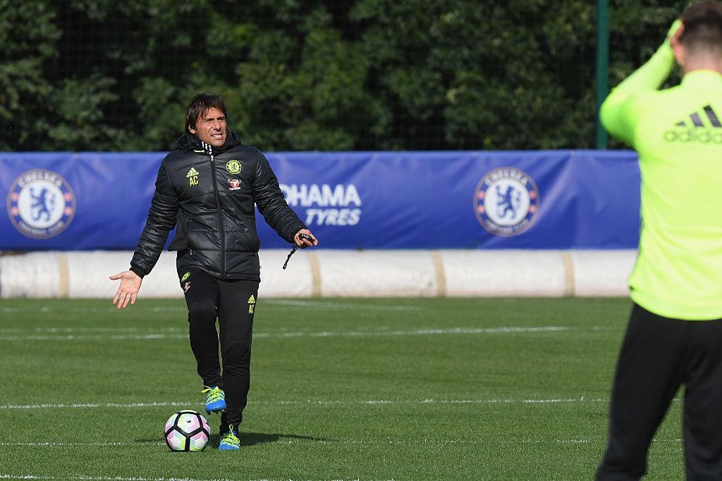 Don Terry tro lai, Conte san sang doi dau Mourinho hinh anh 10